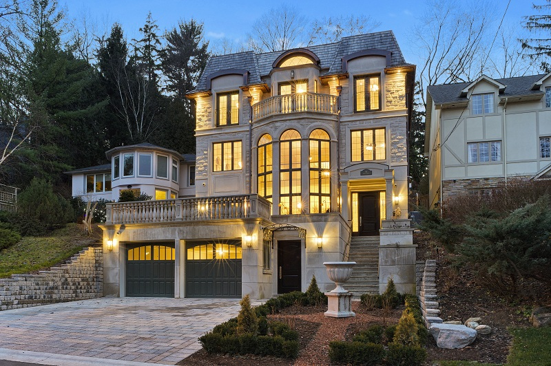 Luxury Homes in Toronto